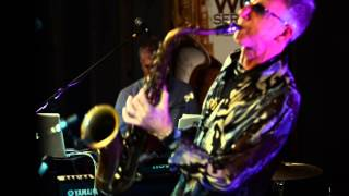 Snake Davis - Yakety Sax Live