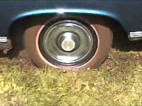 braut steckt mit auto im matsch auf dem weg zur hoch doovi. Black Bedroom Furniture Sets. Home Design Ideas