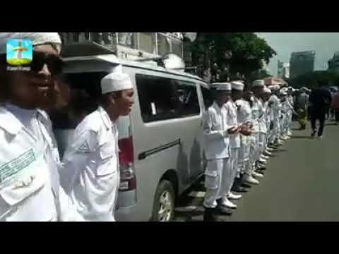 HABIB BAHAR ke Bareskrim dikawal Laskar FPI & diiringi Shalawat !!!
