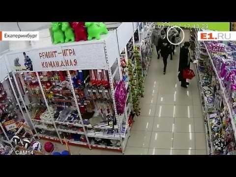 Компания женщин украла кошелёк у жительницы Екатеринбурга в Парк Хаусе