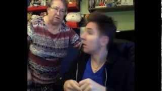 Девушка показала свою киску парню при бабушке