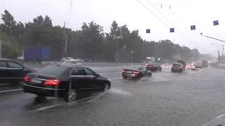 Жуткий ливень, вселенский потоп , гроза, армагеддец и апокалипсис 30 июня 2017 в Москве