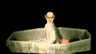Rising Vampire Coffin - Spirit Halloween