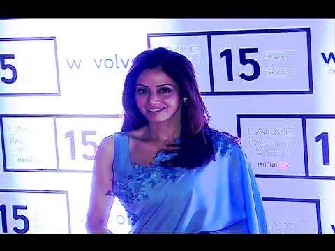 Sridevi stunning beautiful in saree and sleeveless blouse at Lakme Fashion Week 2015.