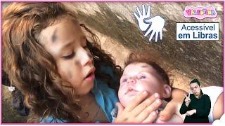 👋🏻 LIBRAS 👋 Valentina Pontes e sua BEBÊ REBORN