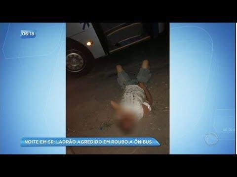 Ladrão é espancado por passageiros de ônibus e desmaia