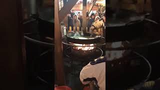 Смотреть видео Мега повора - как готовят блины в Москве / Mega turn - how to cook pancakes in Moscow онлайн