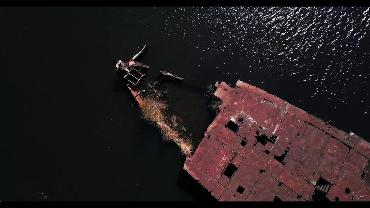 Затонувший колесный пароход в Москве