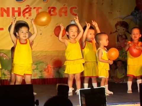 Múa Tập đếm - bé Đan Quỳnh và tập thể lớp Nhà trẻ, Trường MN Hòa Bình