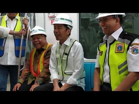 Jokowi dan Anies Penuh Canda di Gerbong MRT Jakarya