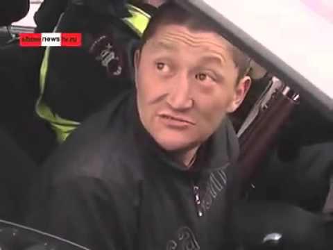 Бухой водитель, из Курганской области, РФ,при аварии полетели обе тапки;))