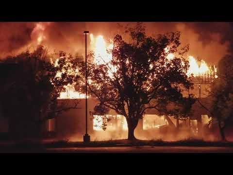 flashover or Backdraft, Fire destroyed the building in Sacramento. desember 29