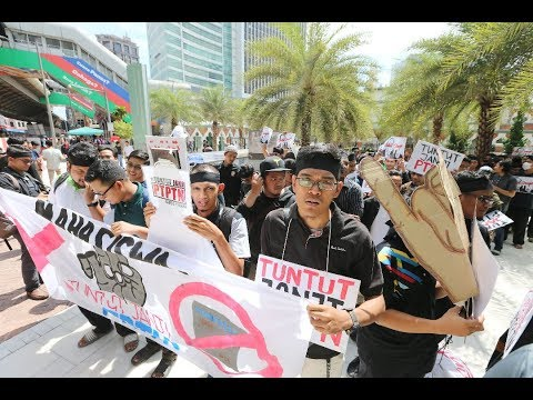 Graduates march in protest of PTPTN repayment policy