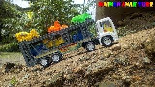 Truk Kontainer Mainan Angkut Mobil Lewat Jalan Nanjak - Mainan Anak Tube