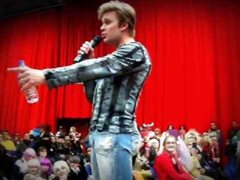 Vic Mignogna sings 'Nothing I won't give' at Sunnycon 2013!!