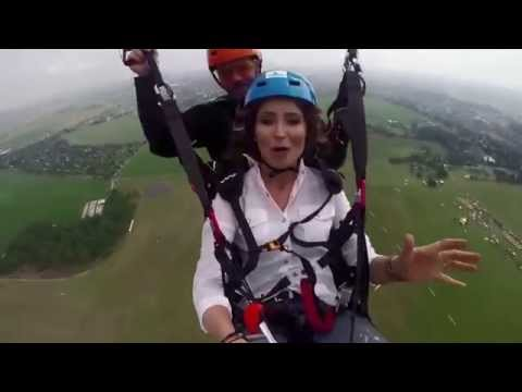 tv presenter/ Anna Dec / paragliding / TVN Meteo Active