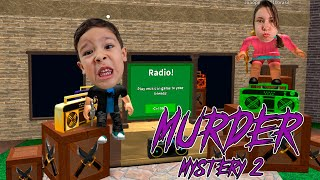 ROBLOX: MURDER MYSTERY 2 | Rafael e Mamãe jogando juntos, quem será que ganhou?