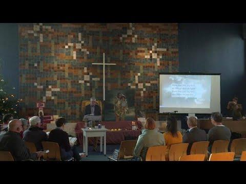 450 قسا بروتستانيا وكاثوليكيا يقيمون قداسا بدون إنقطاع لوقف ترحيل عائلة أرمينية من هولندا…  - نشر قبل 2 ساعة