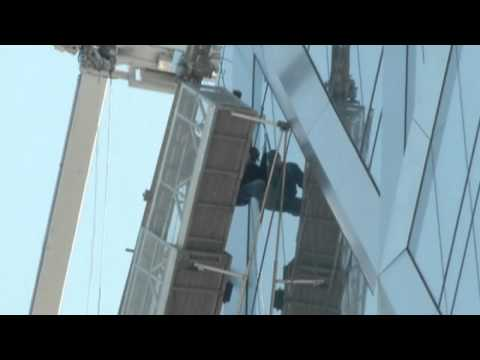 Drama in Manhattan as two maintenance workers are left hanging