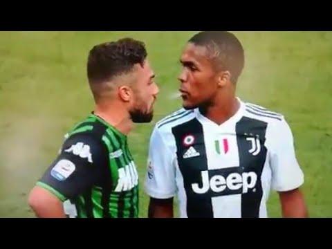 Après un vilain coup de coude et de tête Douglas Costa Juventus a craché sur son adversaire !
