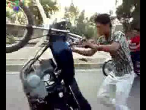 Bốc đầu xe kiểu Pakistan -- Việt Nam xách dép nhé!!!!!