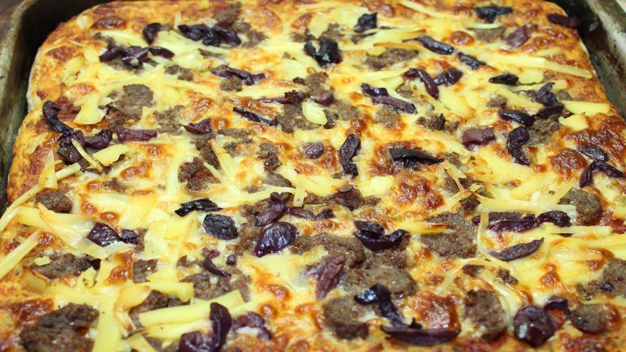 طريقة عمل البيتزا المربعة في الصاج من عجينة البيتزا بالزعتر و الزبادي