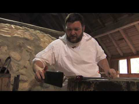 Glassblowing at Jamestown Glasshouse - A 5-minute Lesson HD