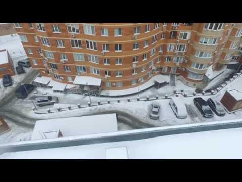 З'явилося відео падіння жінки та дитини з вікна багатоповерхівки у Києві
