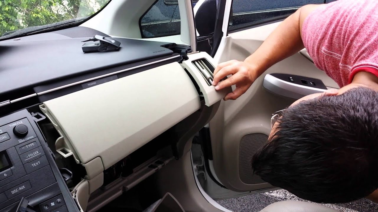 Tutorial How To Remove Replace A Toyota Prius Console Glovebox