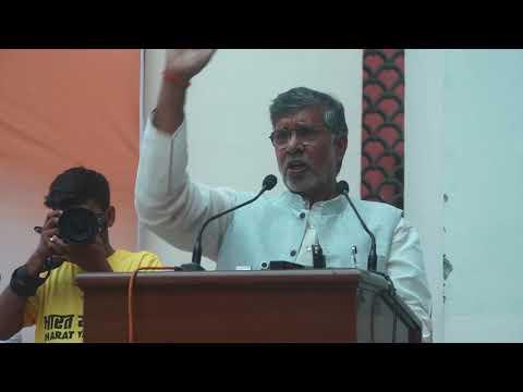 Nobel Peace Prize laureate Shri Kailash Satyarthi addresses students at Graphic Era University