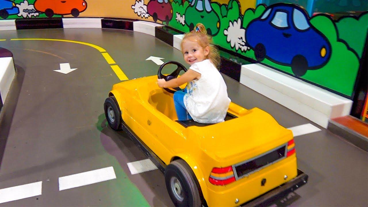 Играем на детской площадке  Indoor playground for kids and family