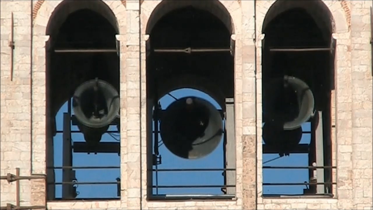 Risultati immagini per immagini di campane che suonano ad Assisi