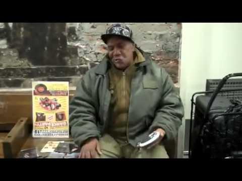 Homeless sing Otis Redding i've been loving you too long