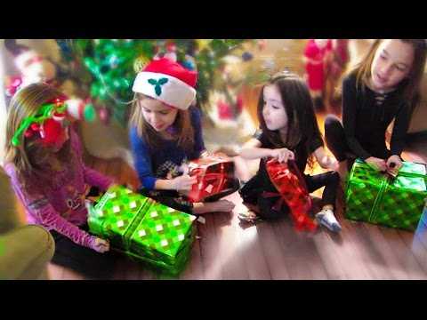 Thumbnail: Giving Kids REALLY Bad Christmas Presents PRANK!