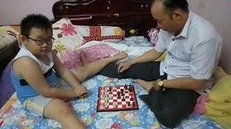 Cha tập luyện cho con chơi cờ vua l Father and son play chess