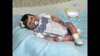 O primeiro BANHO DE VERDADE da minha bebê reborn
