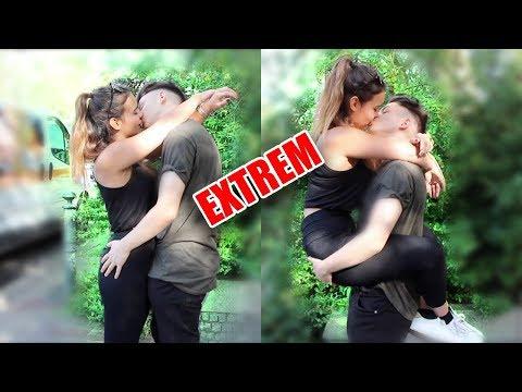Kissing Prank EXTREM!- Mädchen küssen 5| Snape Tv thumbnail