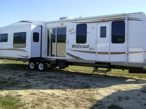 Wildwood dlx 372reds 1 bedroom park model travel trailer for 1 bedroom rv