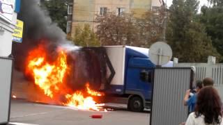 Пожар фуры в Чернигове на Щорса(Оторвало глушитель Пробило бензобак., 2013-08-28T08:09:00.000Z)
