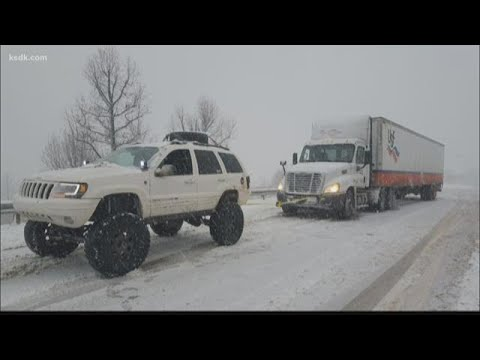 Jeep driver pulls stranded cars, tractor trailers to safety during storm