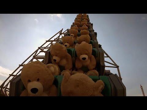 شاهد: دمى لدببة عملاقة تستمتع بمغامرة السفينة الدوارة في مدينة ألعاب هولاندية…  - نشر قبل 3 ساعة