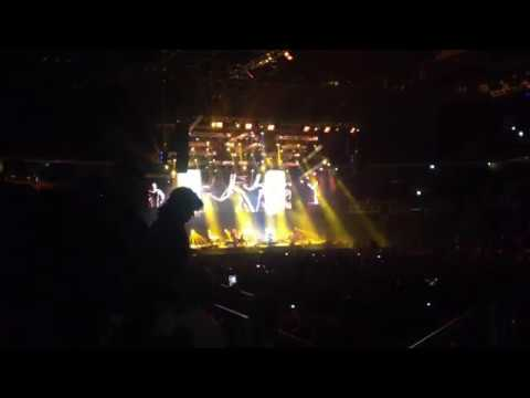 2CELLOS - Chariots of fire (Arena Zagreb)
