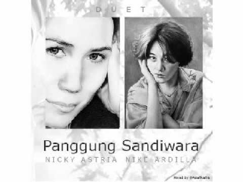 Nicky Astria ft Nike Ardilla Panggung Sandiwara