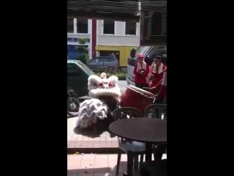 Funny lion dance in Miri malaysia
