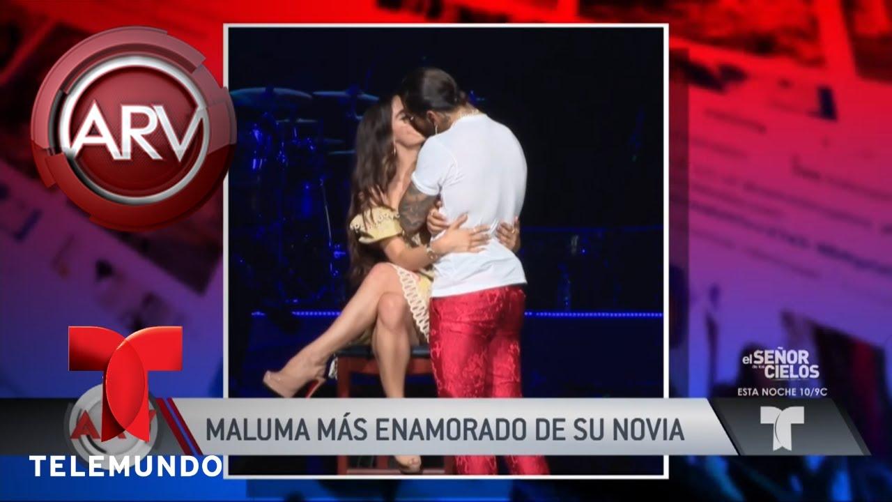 el-romntico-beso-de-maluma-y-su-novia-en-el-escenario-al-rojo-vivo-telemundo