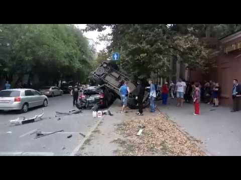 ДТП на Буденновском/Варфоломеева в Ростове 08.09.2018