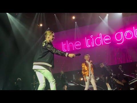 Marcus & Martinus- Remind Me (Royal Arena, Copenhagen) AMAZING DANCE!!