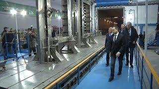 Рустаму Минниханову показали станок для сварки деталей Ту 160