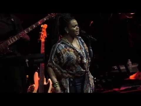 Jill Scott performs Can't Wait Live