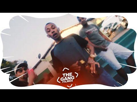 MC L da vinte - Vai com o popo no chão (Clipe oficial) Part. MC AK e MC Kisk